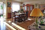 na zdjęciu komfortowy salon w luksusowej willi w okolicy Piotrkowa Trybunalskiego na sprzedaż