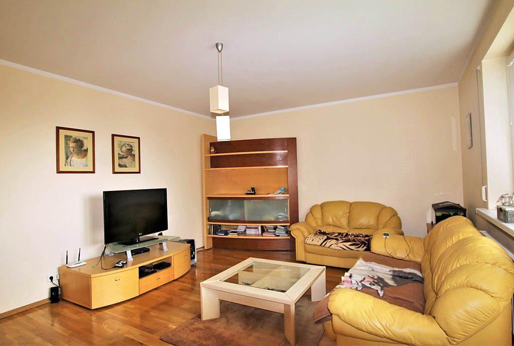 komfortowy salon w luksusowym apartamencie do sprzedaży w Szczecinie