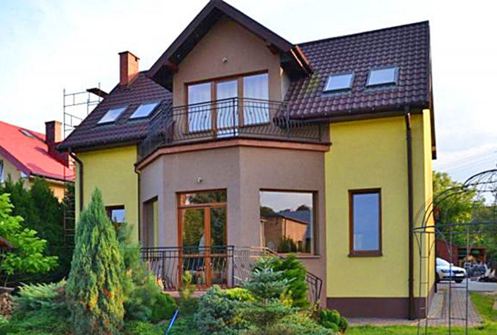 widok od strony ogrodu na ekskluzywną willę do sprzedaży w okolicy Katowic
