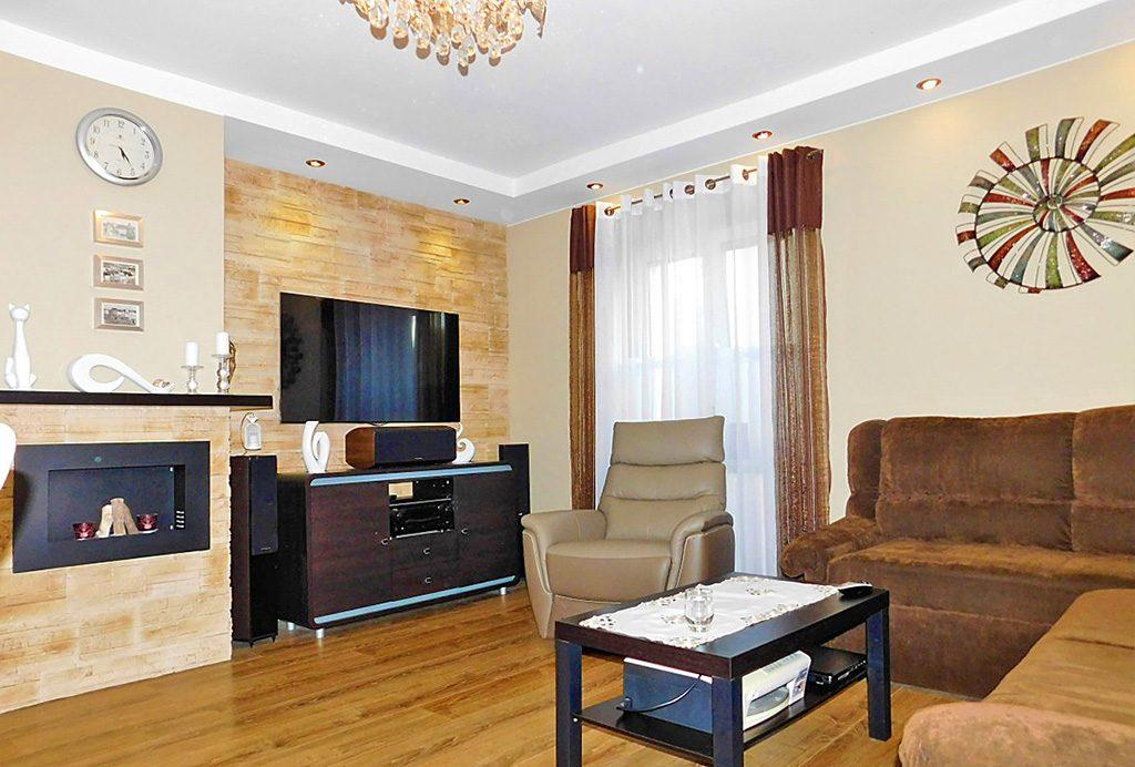 luksusowy salon w ekskluzywnym apartamencie do sprzedaży w okolicach Wrocławia