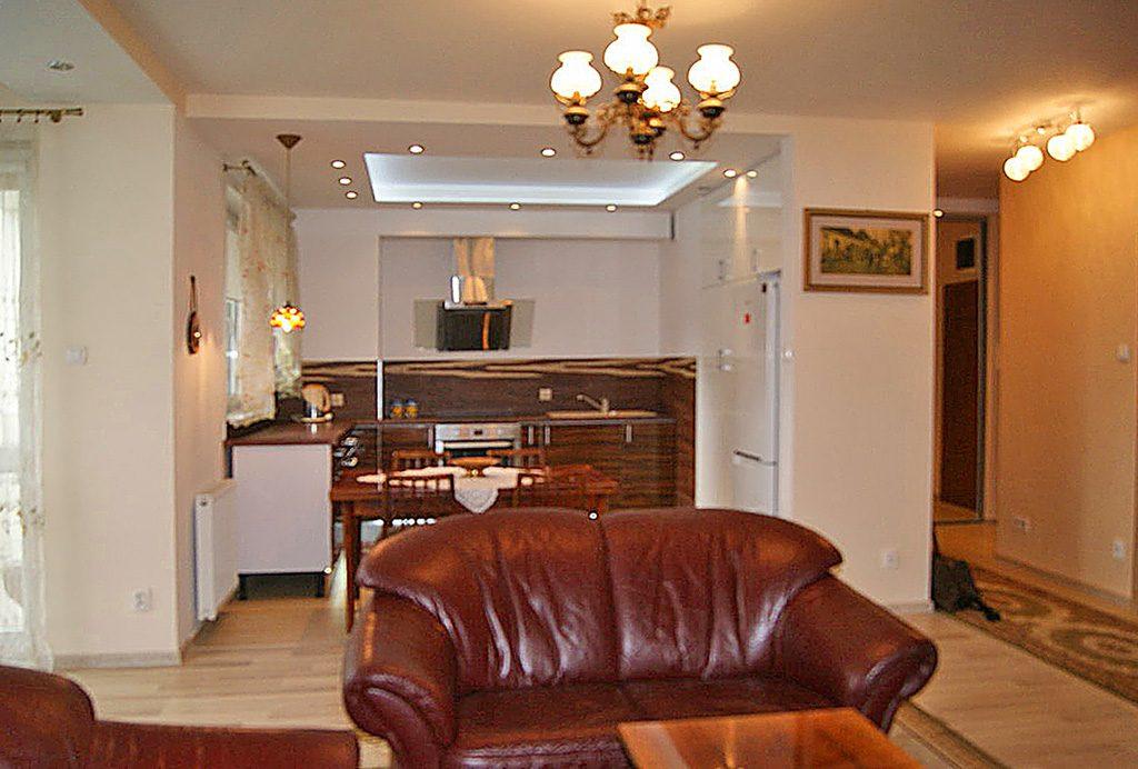 komfortowy salon w luksusowym apartamencie do sprzedaży we Wrocławiu