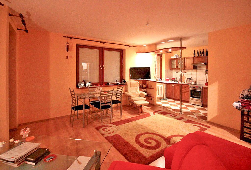 komfortowe, przestronne wnętrze ekskluzywnego apartamentu do sprzedaży w Szczecinie