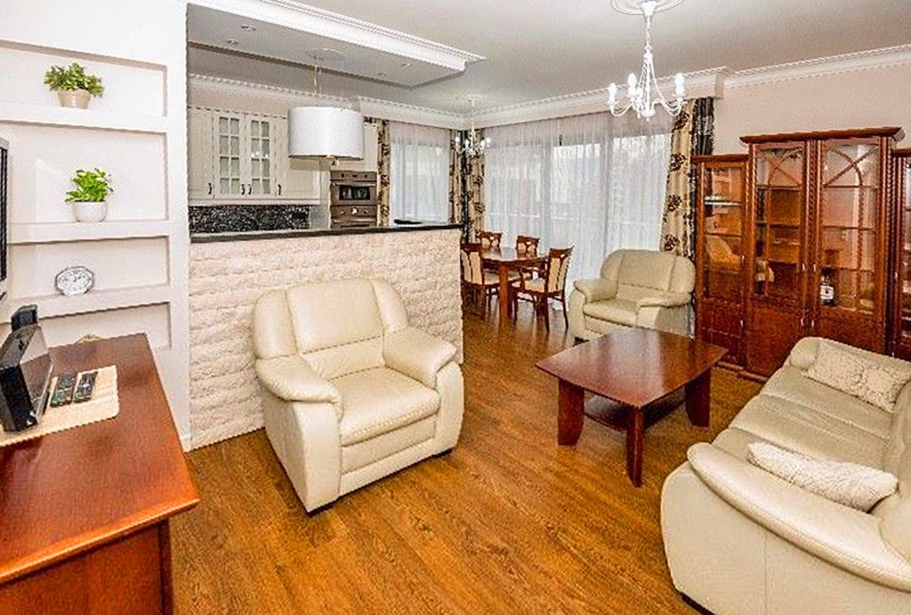wnętrze luksusowego salonu w ekskluzywnym apartamencie do wynajęcia w Krakowie
