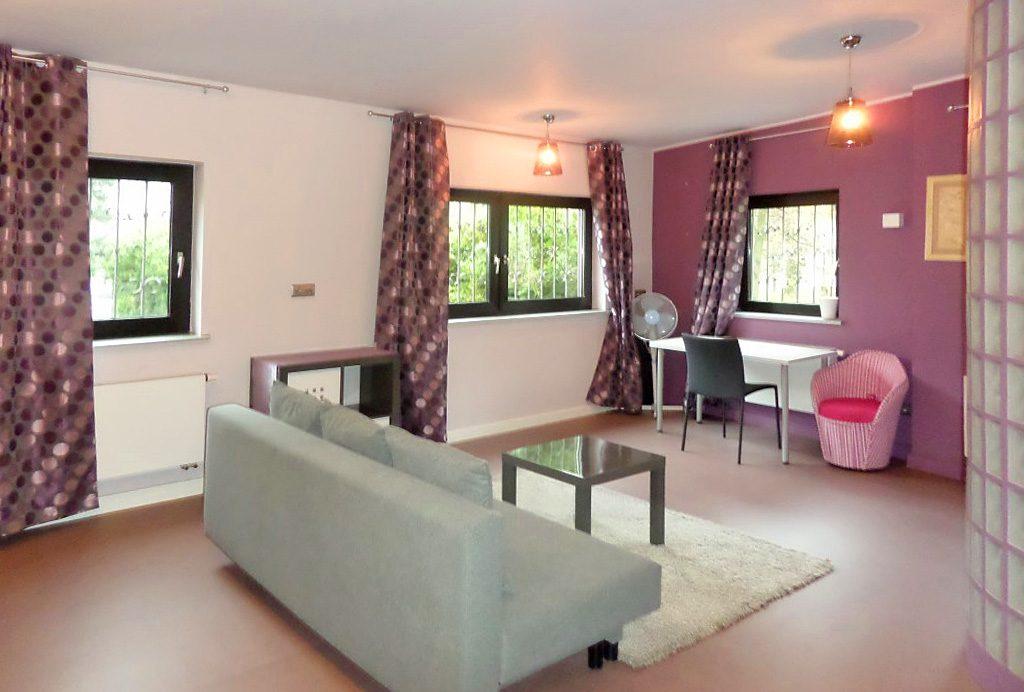luksusowy salon w ekskluzywnym apartamencie do wynajęcia we Wrocławiu