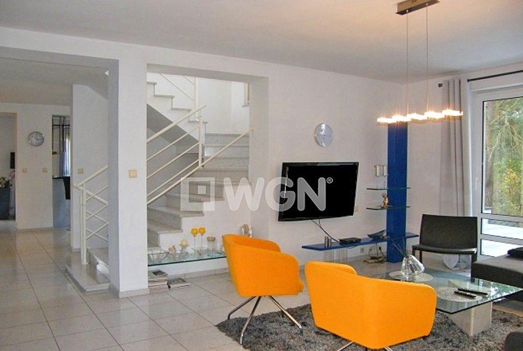 nowoczesny salon w ekskluzywnej willi do sprzedaży w Słupsku