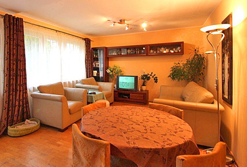 wnętrze salonu luksusowej willi do sprzedaży w okolicach Szczecina