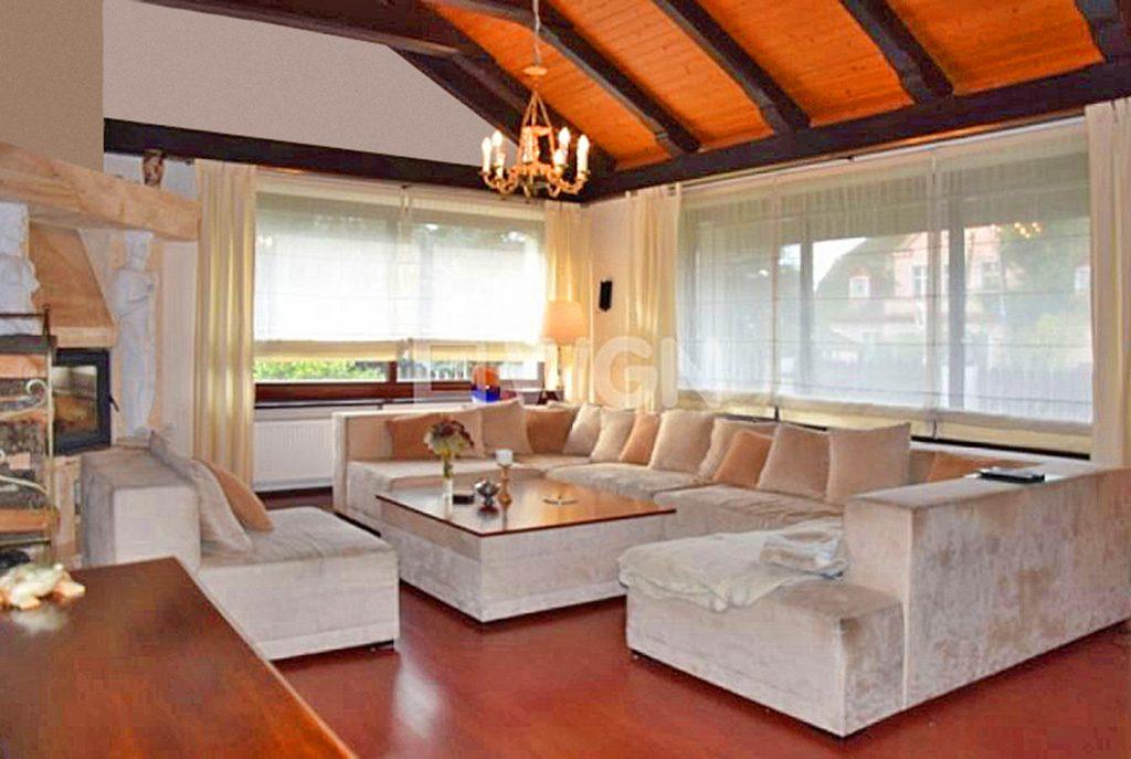 luksusowy salon w ekskluzywnej willi do sprzedaży w Słupsku