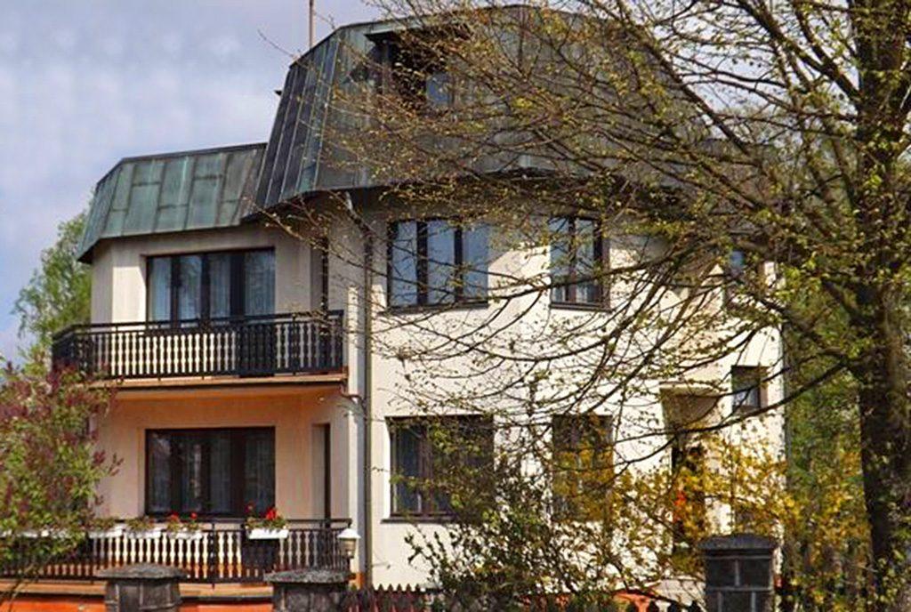front luksusowej willi do sprzedaży w Słupsku