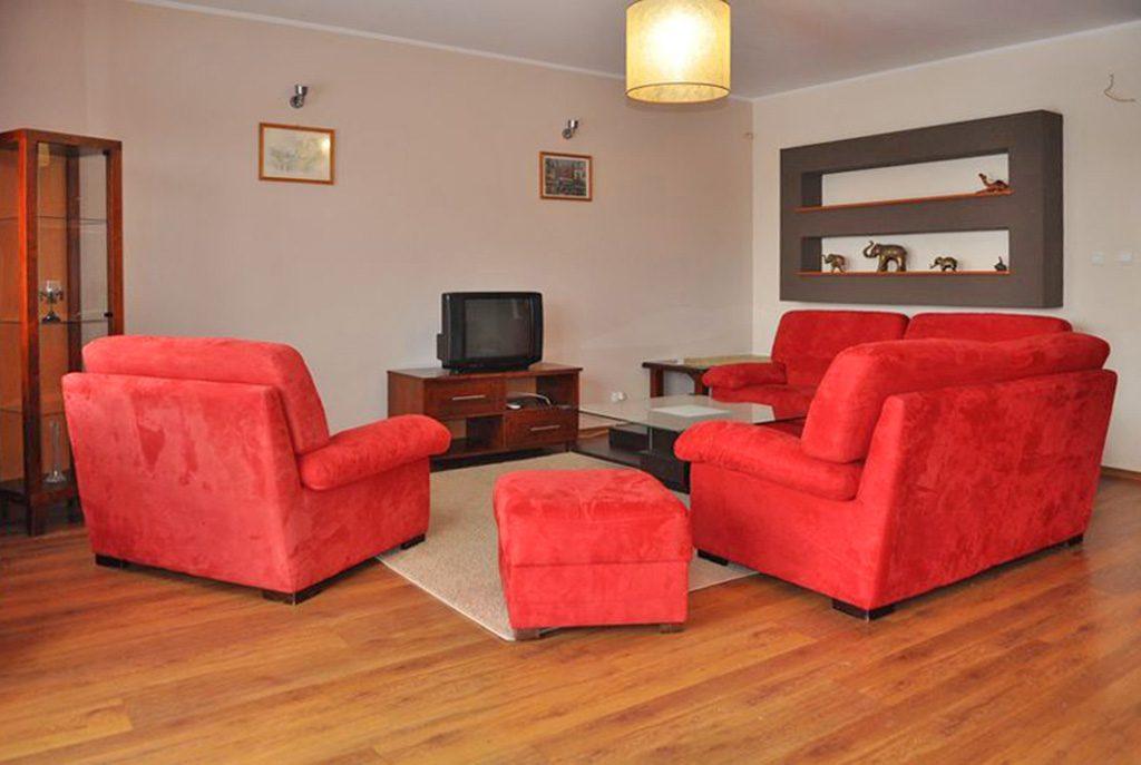 luksusowy salon w ekskluzywnym apartamencie do wynajęcia w Toruniu