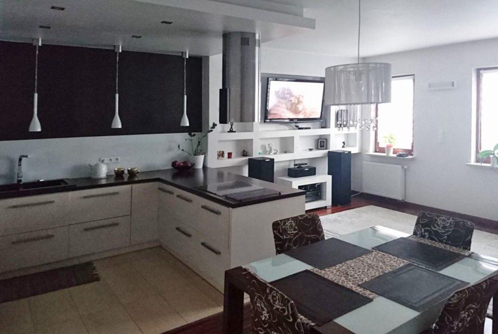 nowoczesny aneks kuchenny w ekskluzywnym apartamencie do wynajęcia w okolicach Warszawy