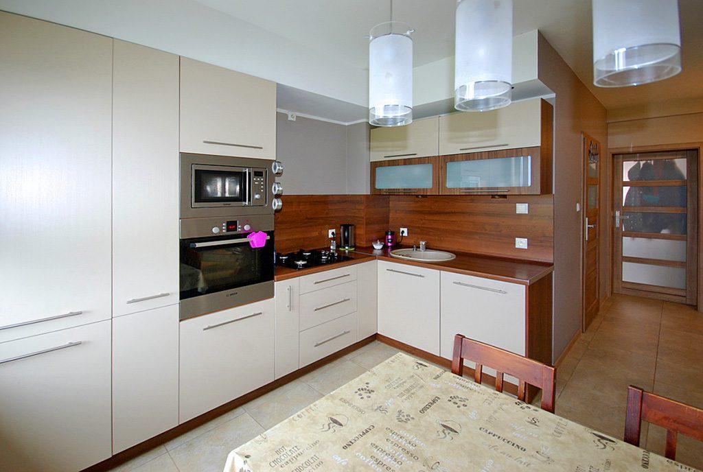 nowoczesna kuchnia w ekskluzywnym apartamencie do sprzedaży w okolicy Legnicy