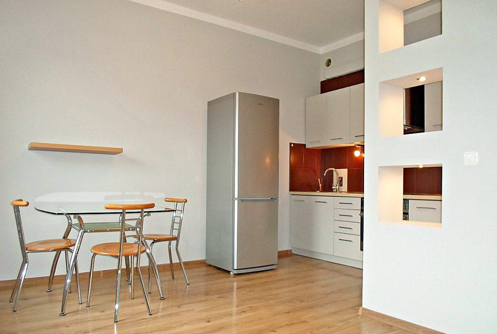 nowoczesna kuchnia w ekskluzywnym apartamencie do wynajęcia w Legnicy