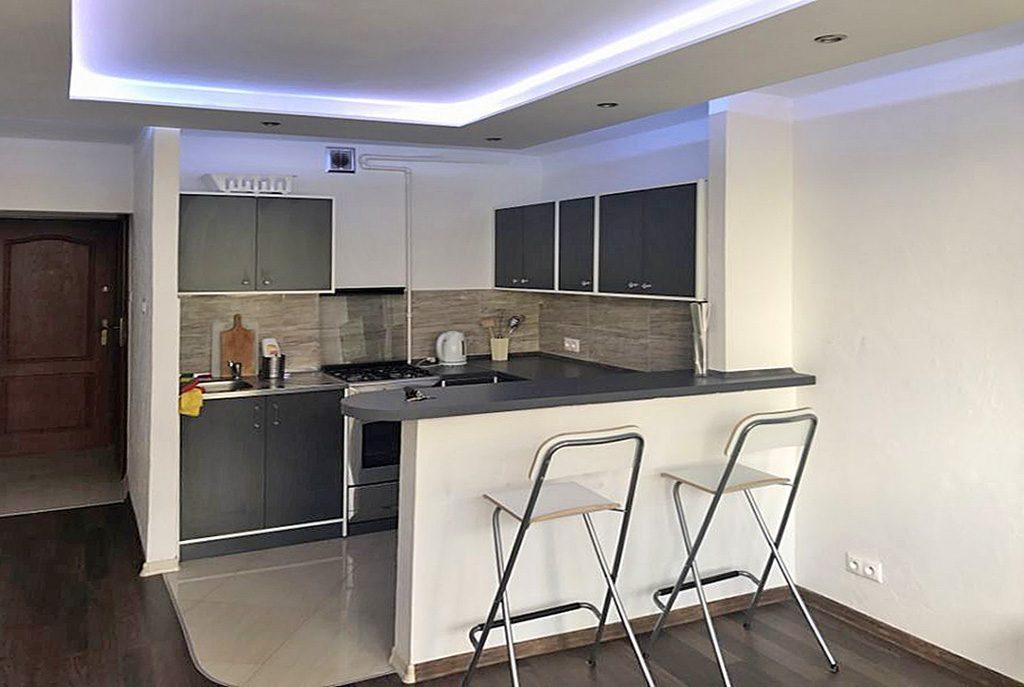 nowoczesny aneks kuchenny w ekskluzywnym apartamencie do wynajęcia w Katowicach