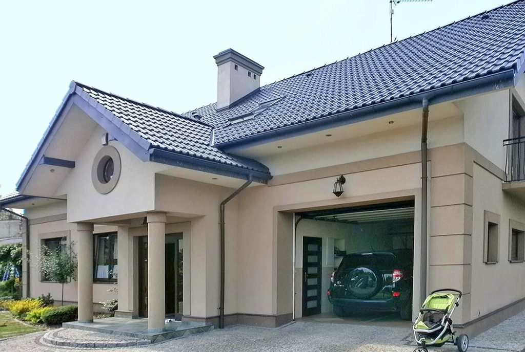 front luksusowej willi do sprzedaży w Częstochowie