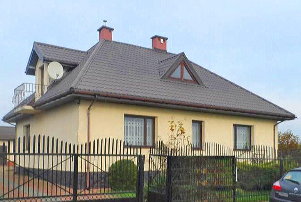 front luksusowej willi do sprzedaży w okolicach Łodzi
