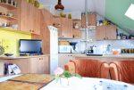 na zdjęciu umeblowana kuchnia w luksusowej willi w okolicach Legnicy na sprzedaż