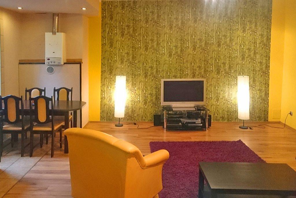 komfortowy salon w ekskluzywnej willi do sprzedaży w okolicach Legnicy