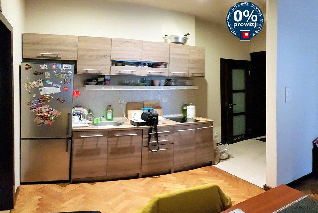 nowoczesny aneks kuchenny w luksusowym apartamencie do sprzedaży w Krakowie