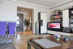nowoczesny salon w ekskluzywnym apartamencie do sprzedaży na Mazurach