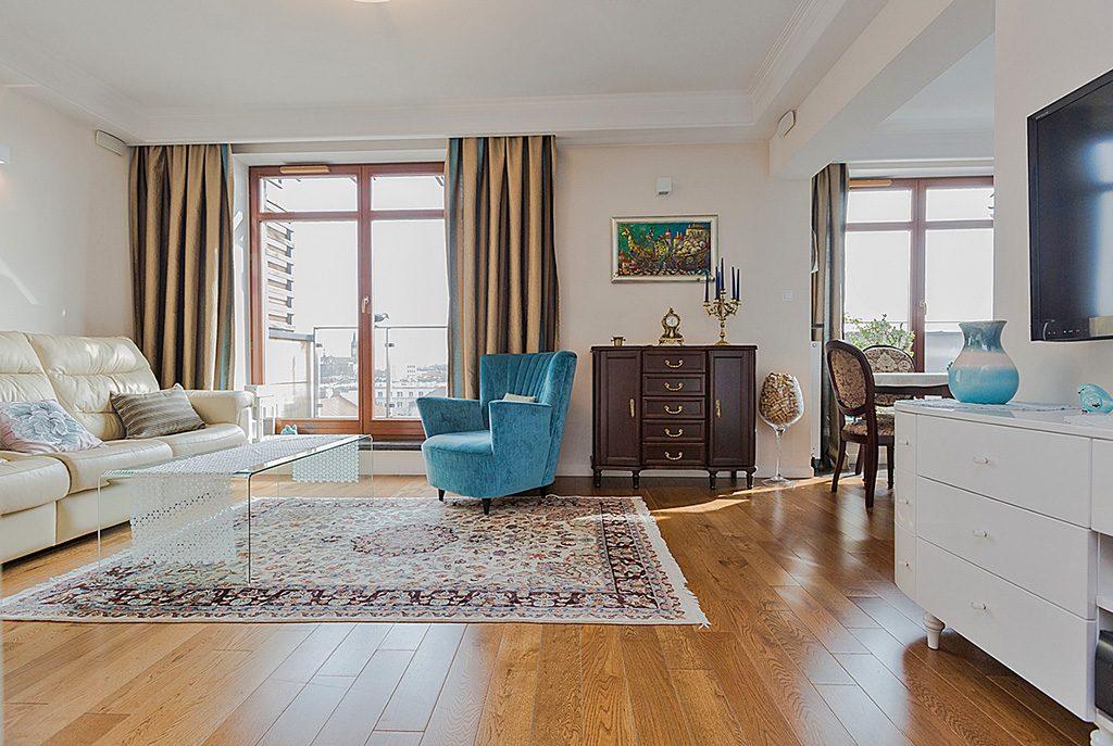 stylowy salon w ekskluzywnym apartamencie do sprzedaży w Białymstoku