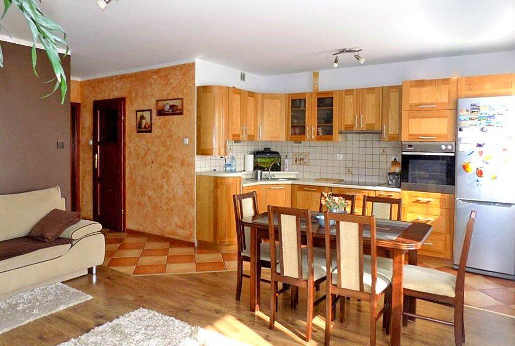 komfortowa kuchnia w ekskluzywnym apartamencie do sprzedaży w Ełku