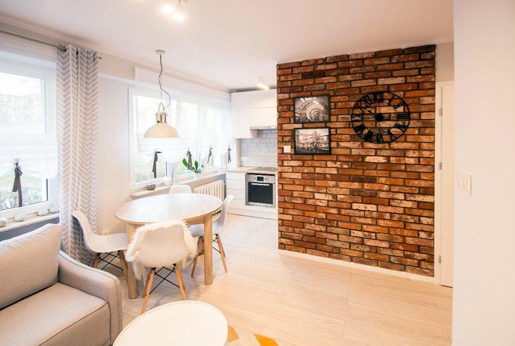 widok z salonu na aneks kuchenny w ekskluzywnym apartamencie do sprzedaży w Kaliszu
