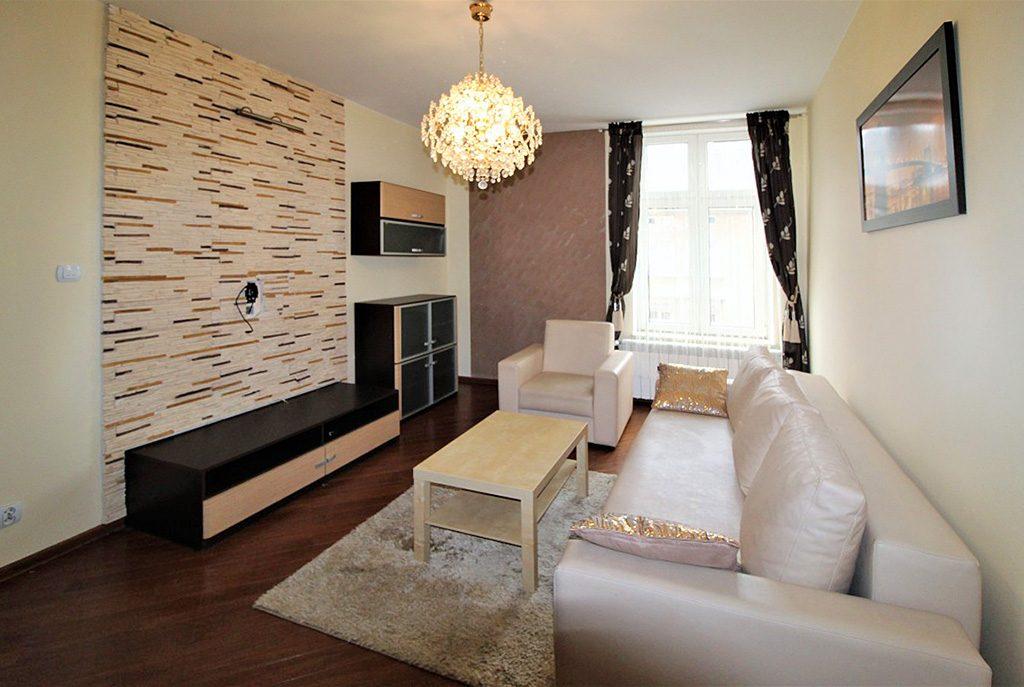 widok na komfortowy salon w ekskluzywnym apartamencie do wynajęcia w Krakowie