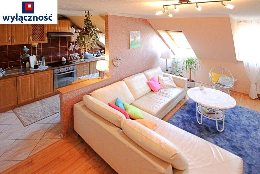 widok z góry na luksusowy salon w ekskluzywnym apartamencie do sprzedaży w Szczecinie