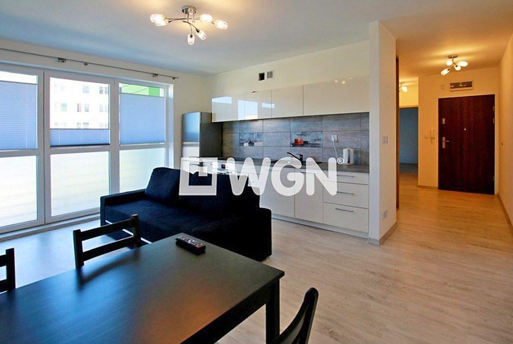 wnętrze urządzone we współczesnym stylu w ekskluzywnym apartamencie do sprzedaży w Szczecinie