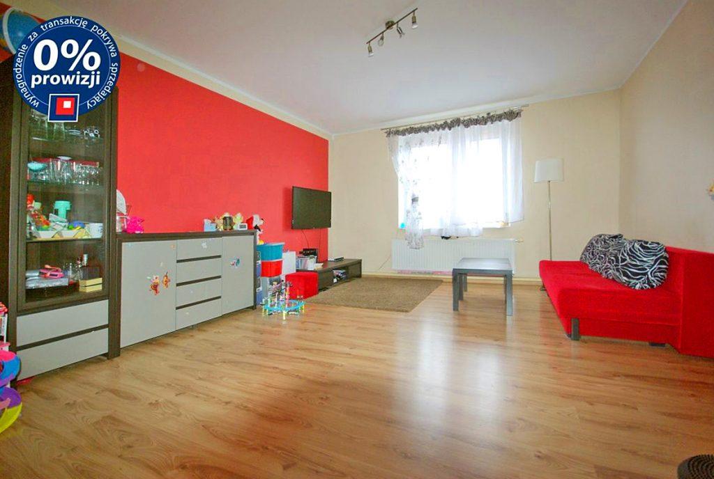 przestronny salon w ekskluzywnym apartamencie do sprzedaży w okolicach Legnicy