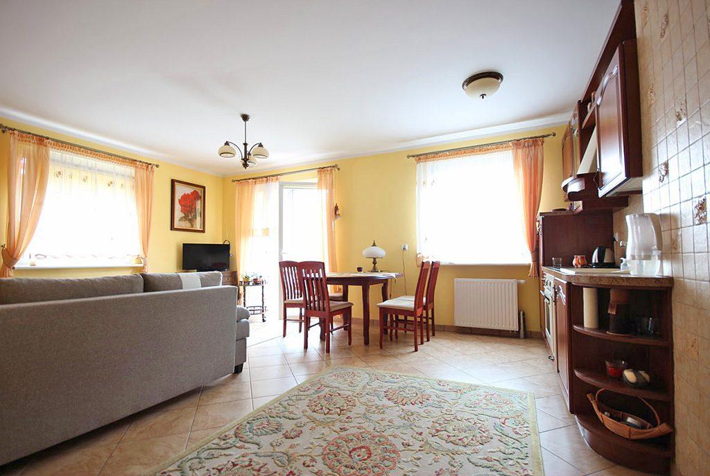 eleganckie wnętrze luksusowego apartamentu do sprzedaży w okolicach Szczecina