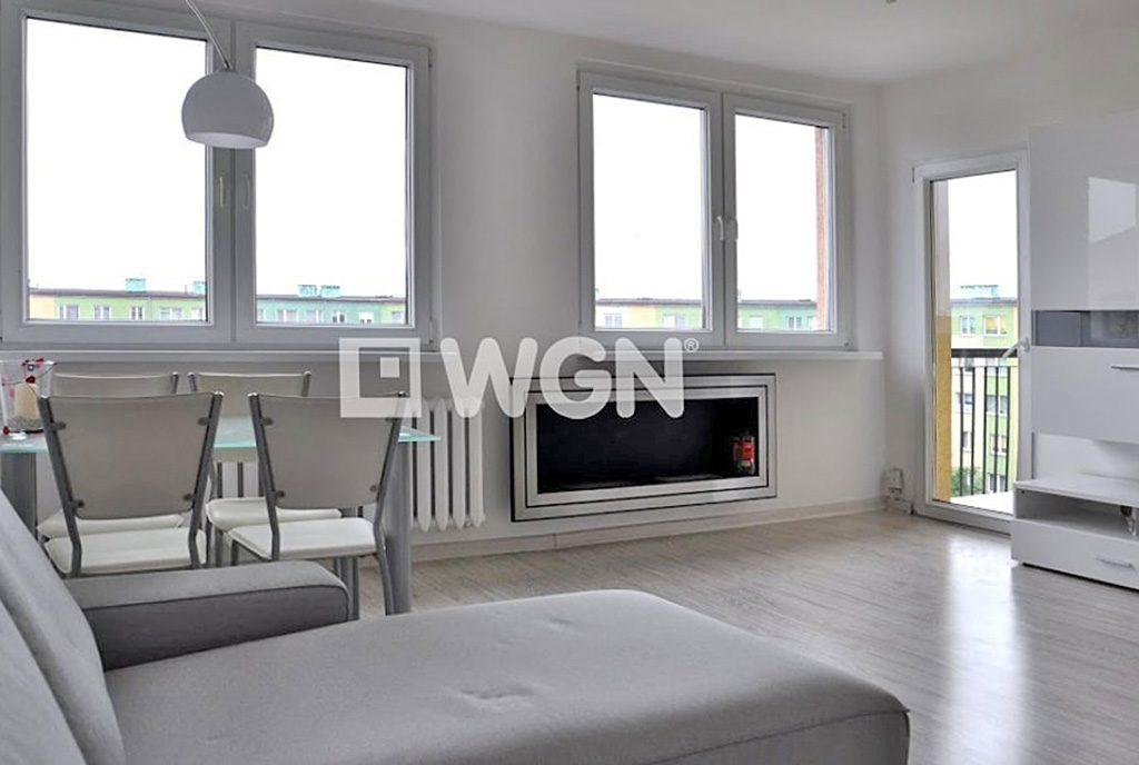 nowoczesne wnętrze komfortowego salonu w ekskluzywnym apartamencie do wynajęcia w okolicach Wrocławia