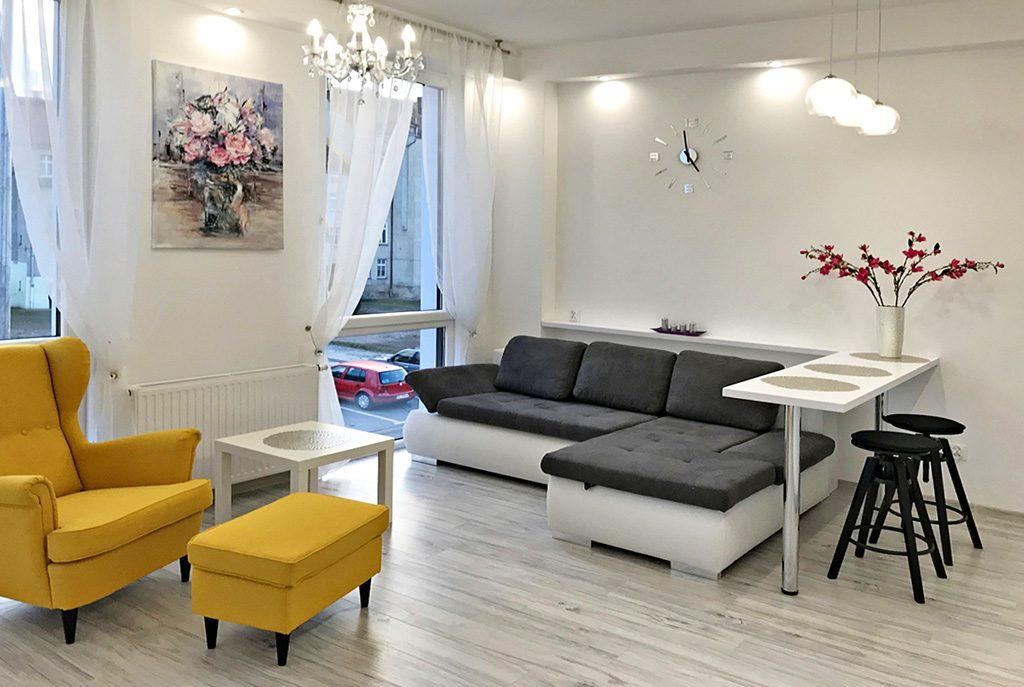 fragment nowoczesnego salonu w ekskluzywnym apartamencie do wynajęcia w Legnicy
