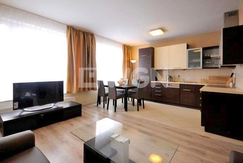 przestronne wnętrze ekskluzywnego apartamentu do wynajęcia w Szczecinie