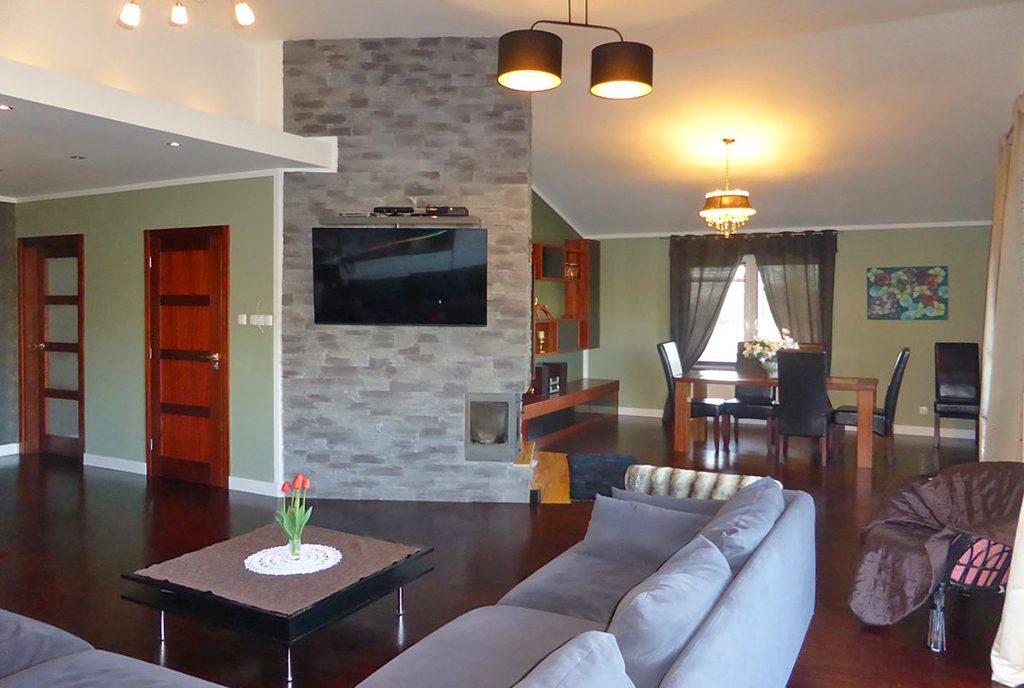 nowoczesny salon w ekskluzywnej willi do sprzedaży w Kwidzynie