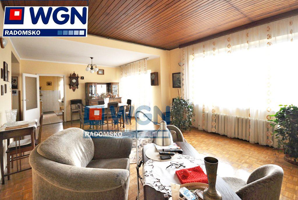 fragment komfortowego salonu w luksusowej willi w okolicach Częstochowy na sprzerdaż