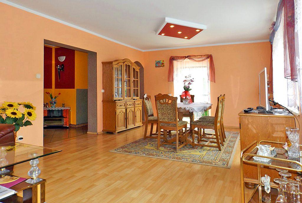 stylowo wykończony salon w ekskluzywnej willi do sprzedaży w okolicach Gorzowa Wielkopolskiego