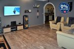 komfortowe wnętrze salonu w ekskluzywnej willi do sprzedaży w okolicy Legnicy