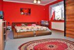 elegancka sypialnia w ekskluzywnej willi w okolicy Legnicy na sprzedaż