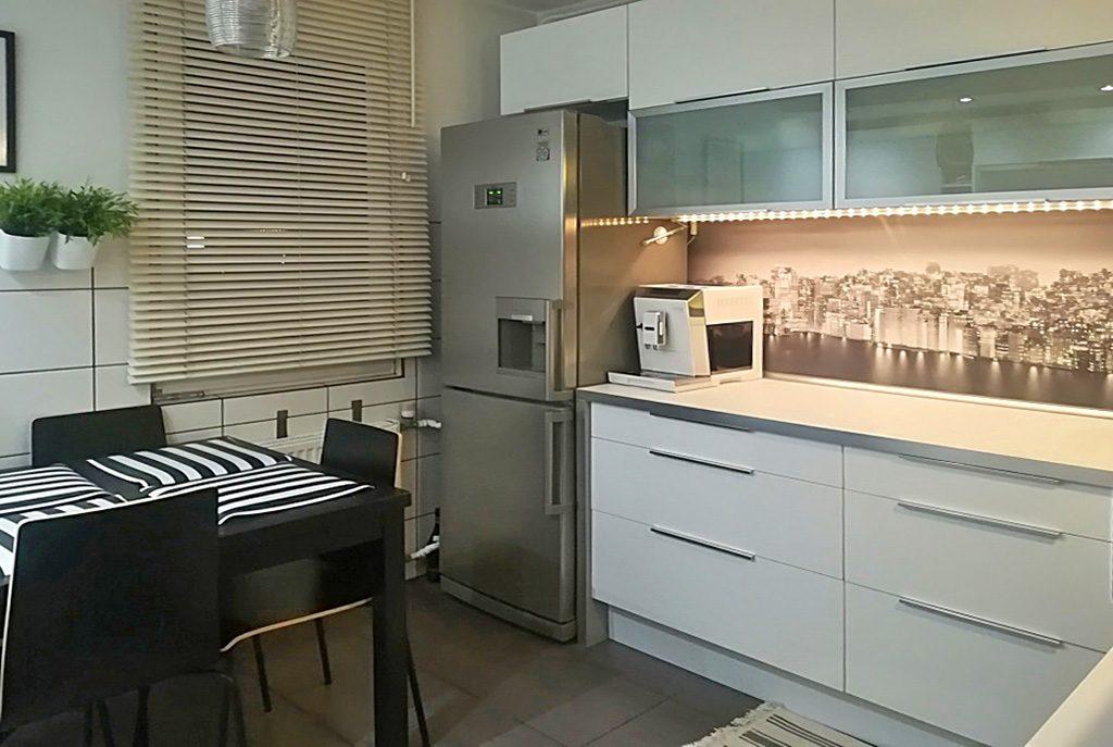 nowoczesny aneks kuchenny w ekskluzywnym apartamencie do sprzedaży w Kaliszu