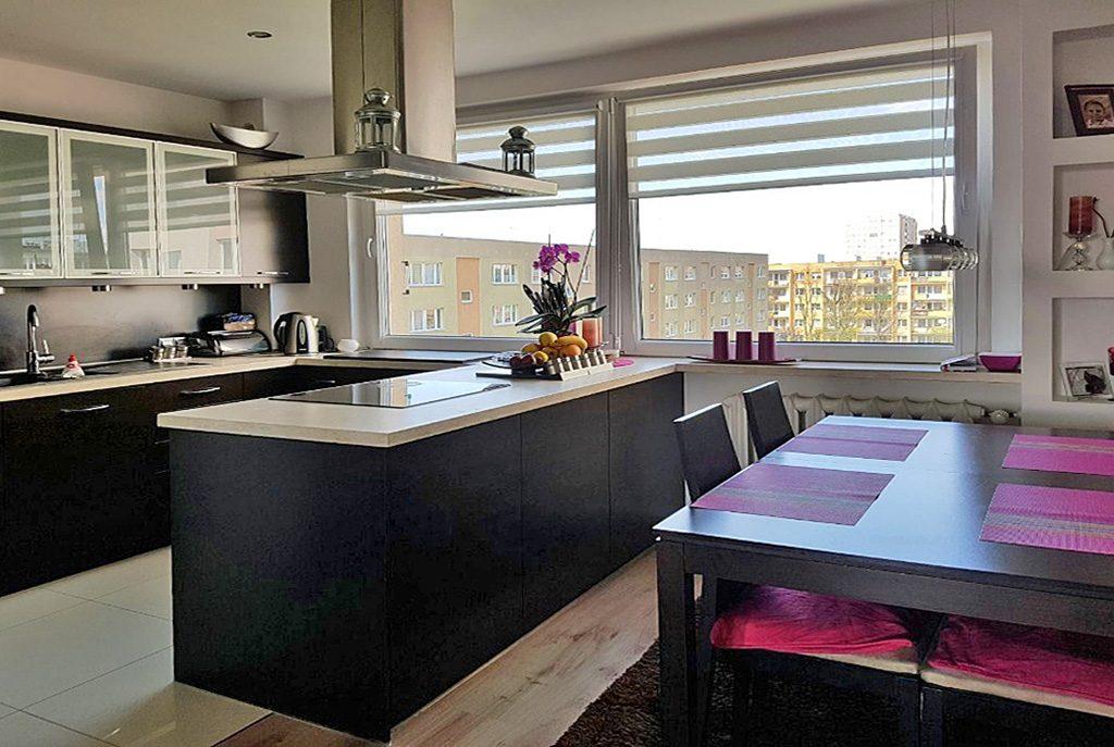 nowocześnie zaaranżowana kuchnia w ekskluzywnym apartamencie do sprzedaży w Szczecinie