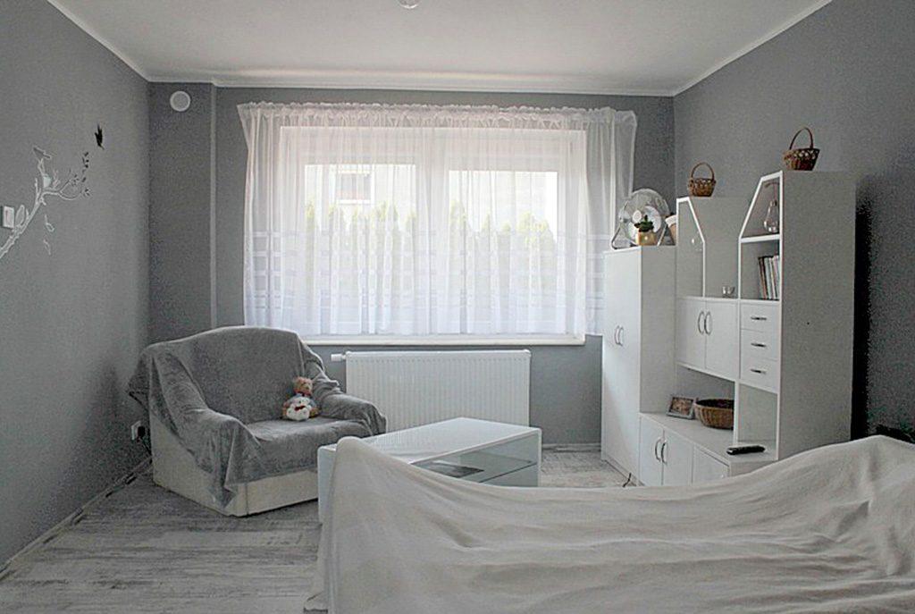widok z innej perspektywy na luksusowy salon w ekskluzywnym apartamencie do sprzedaży w Tczewie