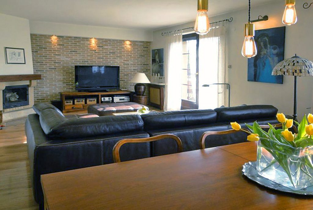 nowoczesny salon w ekskluzywnym apartamencie do sprzedaży w okolicach Katowic