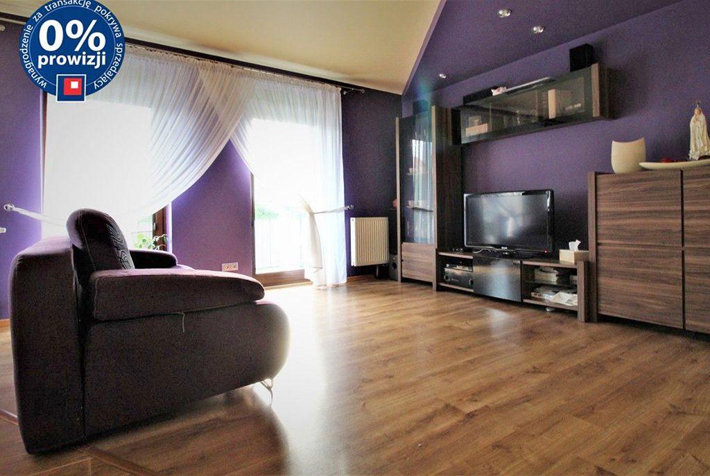 nowoczesny salon w luksusowym apartamencie do sprzedaży w okolicach Krakowa