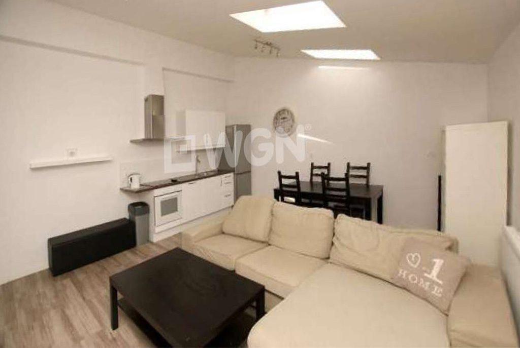 wytworny salon w ekskluzywnym apartamencie do wynajęcia w Szczecinie