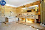 widok na elegancką łazienkę w luksusowej willi w okolicach Katowic na sprzedaż