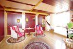 jedno z komfortowo urządzonych pomieszczeń w luksusowej willi w okolicach Legnicy na sprzedaż