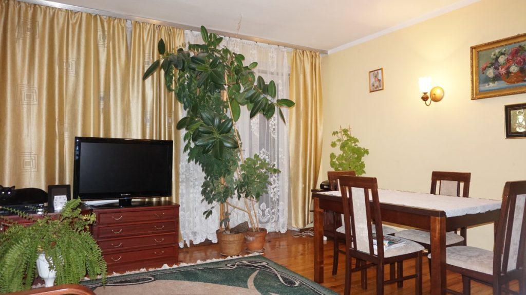 stylowy salon w ekskluzywnej willi do sprzedaży w okolicach Leszna
