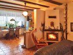 komfortowy salon w ekskluzywnej willi do sprzedaży w okolicach Wielunia