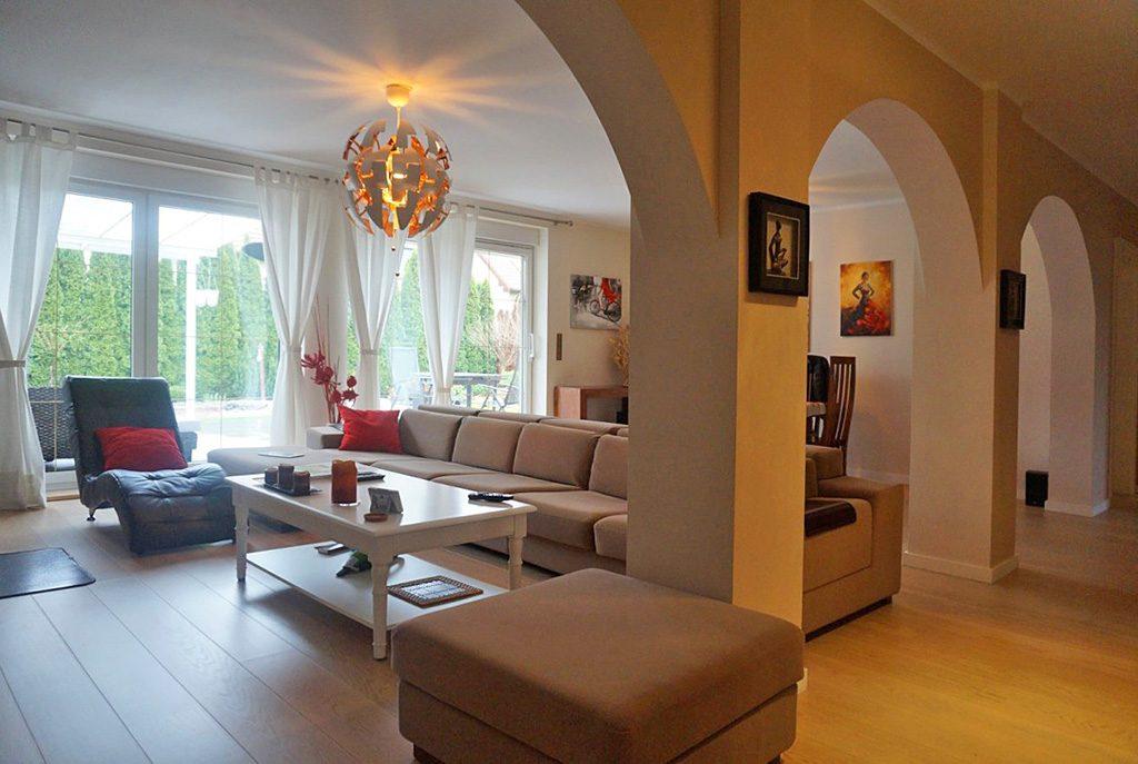 wytworne wnętrze ekskluzywnej willi do sprzedaży w okolicach Wrocławia